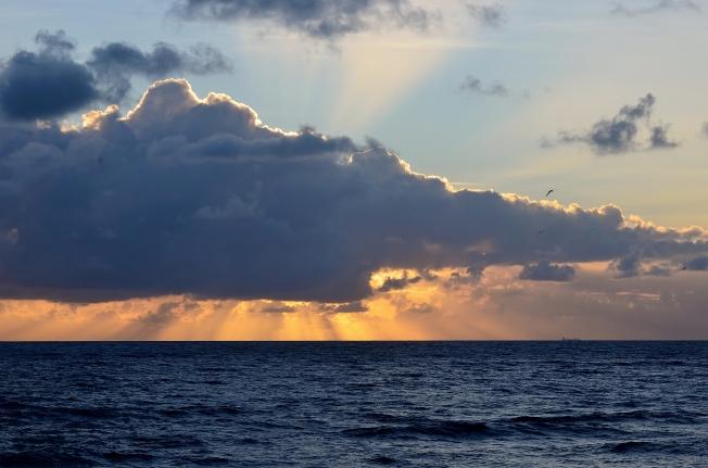ocean-lighthouse-views-014